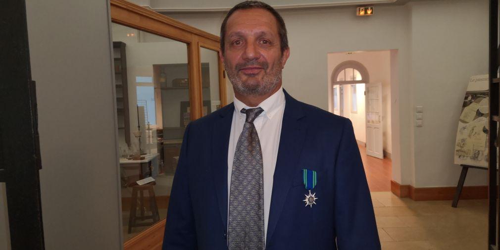 Cérémonie de remise de la médaille de Chevalier de l'Ordre du Mérite Maritime à l'IMEV : Jean-Michel Grisoni décoré