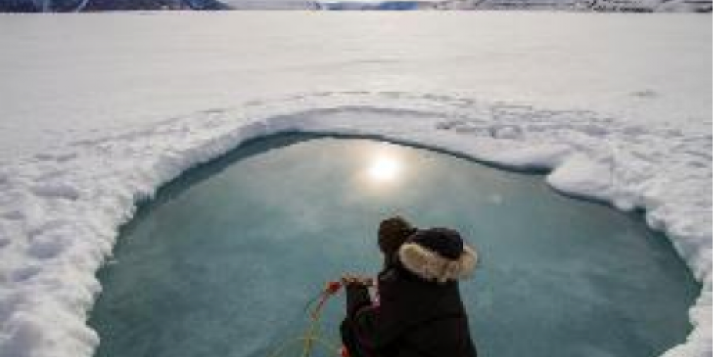 Etude des propriétés optiques sur le camp de glace Green Edge grâce à un instrument du LOV